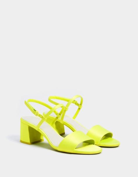 Босоножки неонового цвета на каблуке
