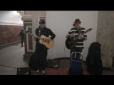 Музыканты в метро поют