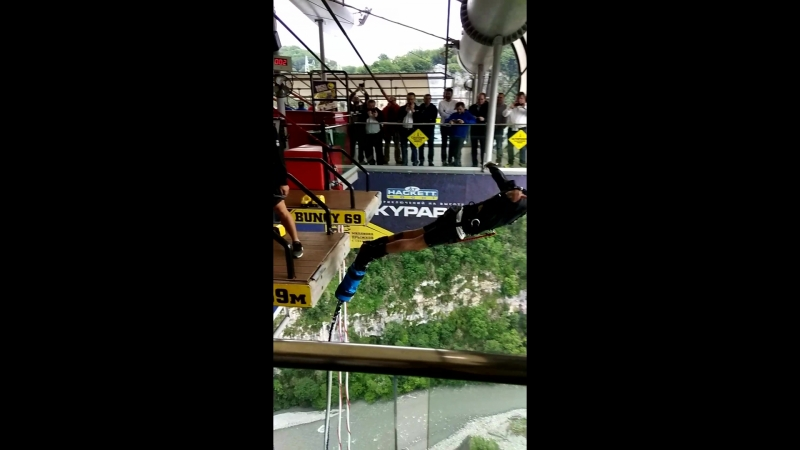 прыжок в скайпарке с высоты 69 метров. Сочи. банджи