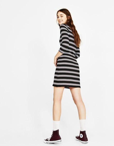 Платье из трикотажа в рубчик с полосками