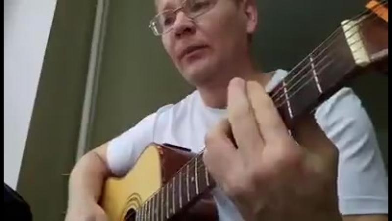 В интернете случайно нашёл песню Романа Филипова... Героя России погибшего три дня тому назад....Вечная Память...
