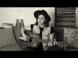 Красавица сыграла на гитаре и спела Radiohead - Fake Plastic Trees