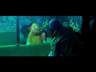 Жёсткий секс в туалете клуба с девственницей