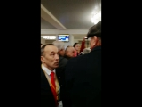 Встреча Грудинина в Уфе Пермской делегацией.На заднем фоне НОДовец гавкает(Урод,урод)