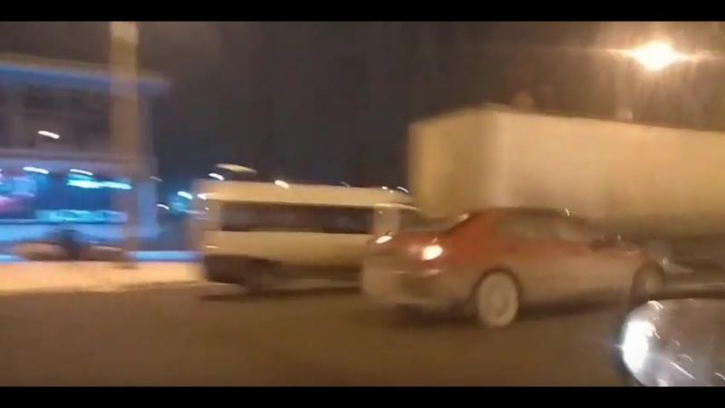 Челябинск. Авария на повороте ЧМЗ.