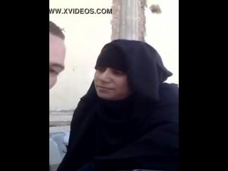 مصرى يقفش فيها على الكافتريا وياخدها الشقه يظبطها - xnxx.com.mp4