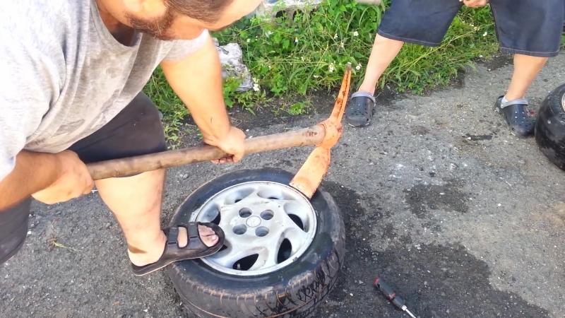 Como cambiar una goma de un auto sin dinero