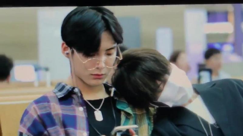 FANCAM | 21.09.18 | Wow, Jun @ Incheon Airport, departure to Taiwan