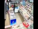 Пьяная девушка крушит магазин в Жуковском 480p.mp4