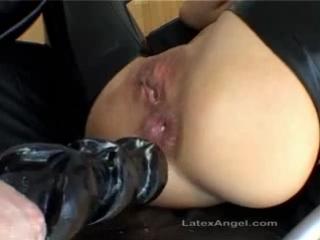 зачем женщине жопа? для фистинга!:)))