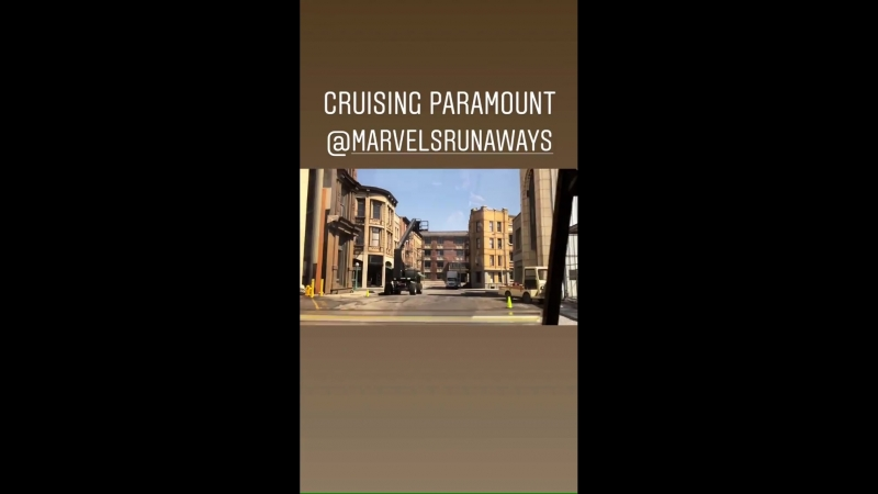 Джеймс проводит мини-экскурсию по Paramount marvelsrunaways