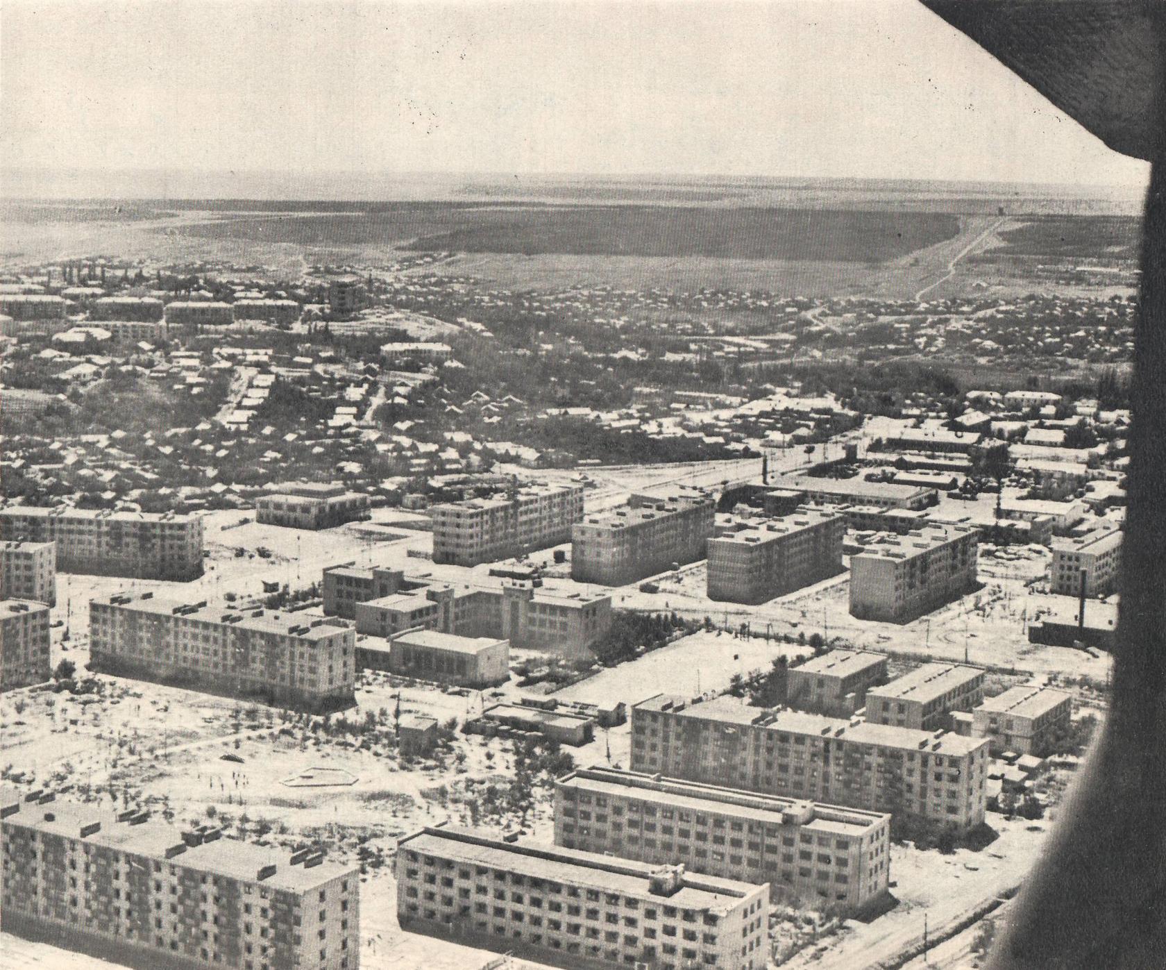 1 микрорайон (в центре 10-я школа). 1970 год
