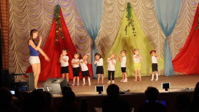 Маленькие Зайки из танцевального ансамбля