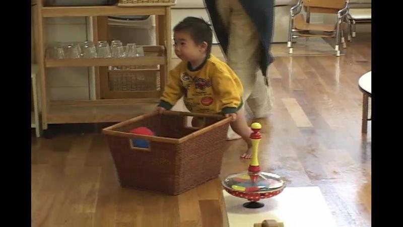 Младенческий класс от 0 до 1 года по системе МОНТЕССОРИ в Японии