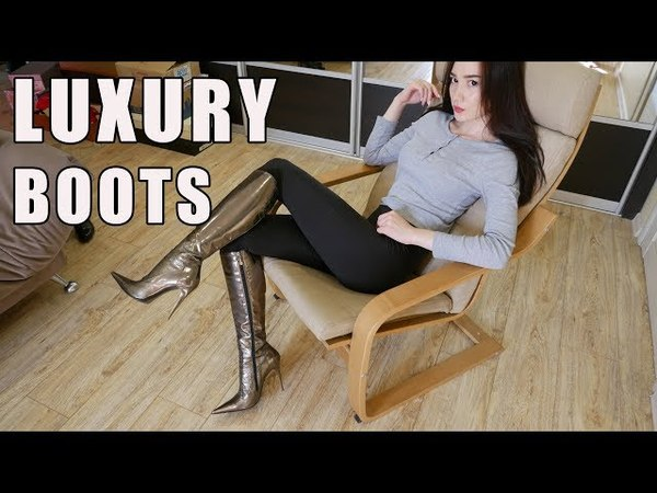 Cristina in luxury patent leather boots with a pointed toe of Gianmarco Lorenzi. Size 37