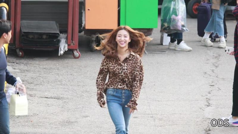 Luna Leaving SBS Inkigayo (181014)