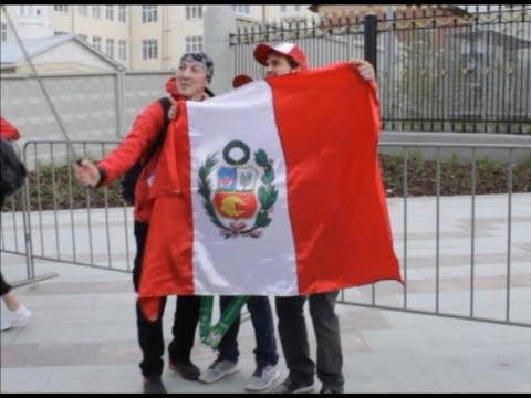 Перуанские и французские болельщики в Екатеринбурге/Peruvian and French fans in Ekaterinburg