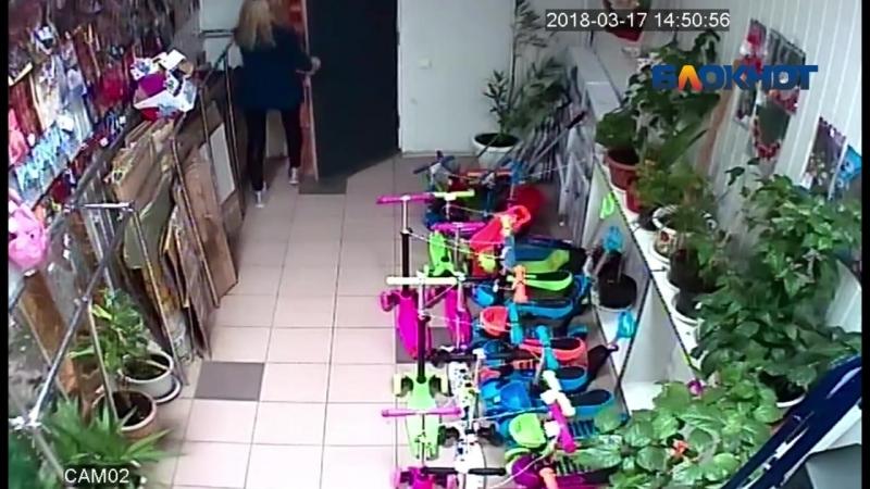 Молодой волжанин украл дорогущий телефон у продавца детских игрушек mp4