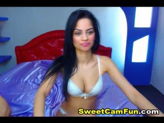Hot Brunette Babe on Cam