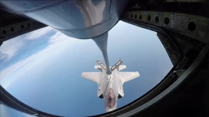 F-35s refuel over Gulf of Mexico