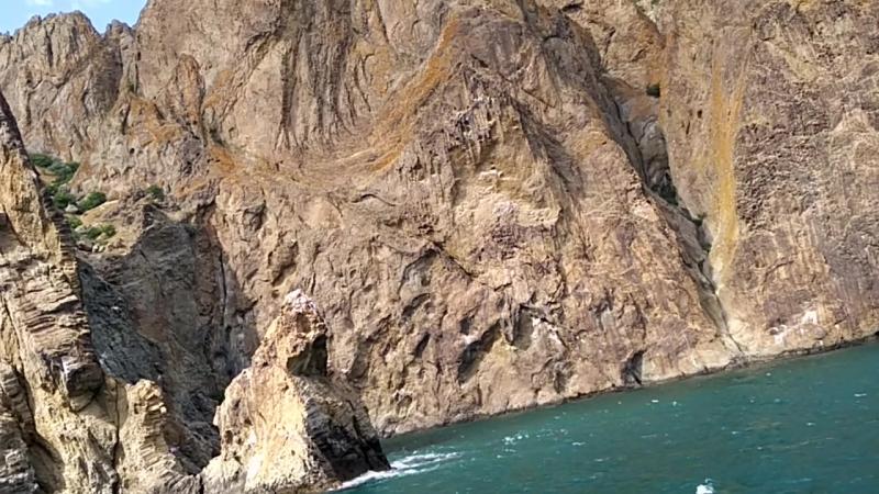 Кара Даг Чёрная гора вышедшая из морской пучины Золотые ворота