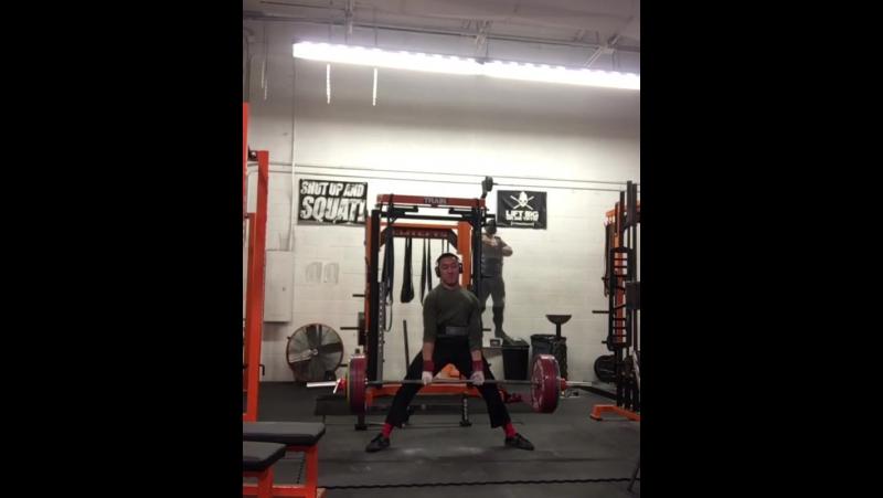Мэтью Эрремони - тяга 250 кг на 3 (59 кг)