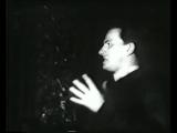 Владимир Маяковский читает собственное стихотворение