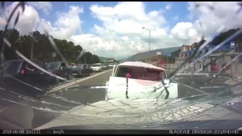 ДТП в Сочи неожиданно вылетел на встречку