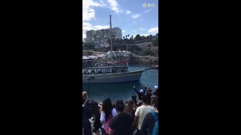 210418 Turkey Hk waving to ships