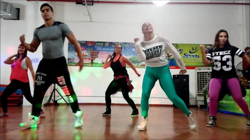 NO ES ILEGAL (Not A Crime) - Daddy Yankee - Easy Dance Fitness Choreography - Zumba