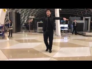 Чеченская Лезгинка В Аэропорту В Баку 2018 ALISHKA TERISHKA LEZGINKA-1.mp4