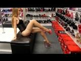 Видео Красивая девушка в чёрном боди и бежевых чулках
