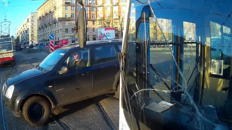 Появилось видео столкновения трамвая и троллейбуса в Петербурге