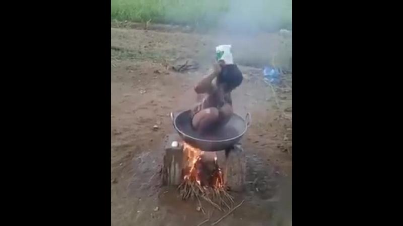 голая нигра жарится секс порно сиськи жопа ошпариться