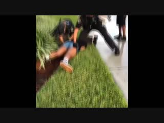 Florida cop brutally punching a teen girl while arresting her _ Cop Videos _ October 2018