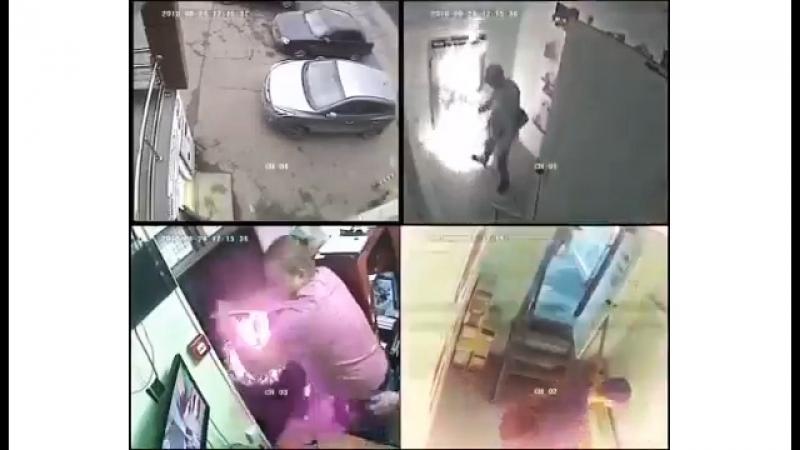 Поджог комиссионного магазина в Кемерове попал на видео 🔥