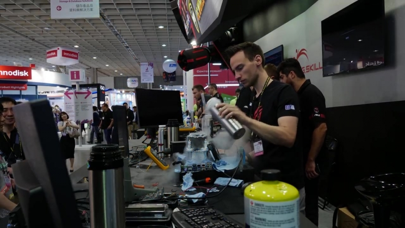 I7-8086K delidded and overclocked to 7244 MHz - Computex 2018