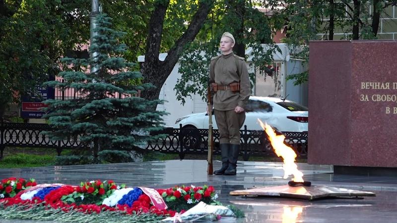 «Помним» из свечей выложили в память о героях ВОВ в Вологде ранним утром