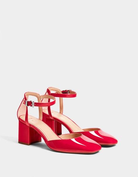 Лакированные красные туфли на каблуке