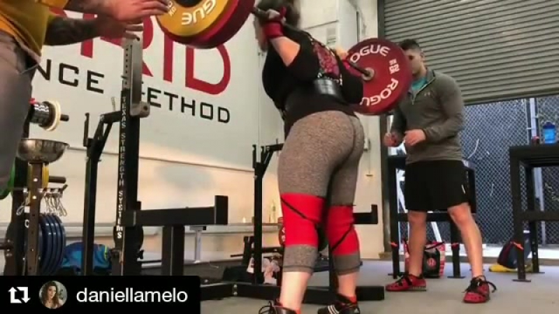 Даниелла Мело - присед 205 кг на 5