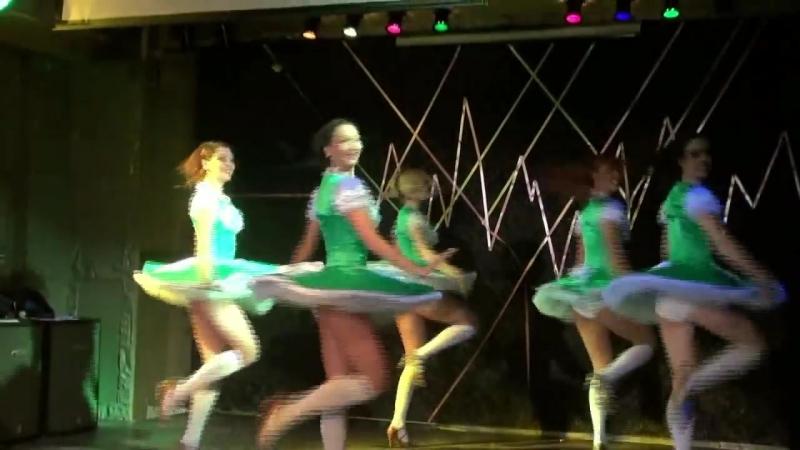Девушки танцуют Баварскую Польку, шоу-балет ТАИС Москва