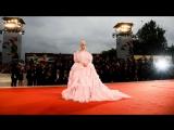 Леди Гага и Брэдли Купер на красной дорожке Венецианского кинофестиваля