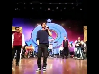 """SRK recites the iconic dialogue """"Raj, If this girl loves you, then you will definitely see the reversal ..."""