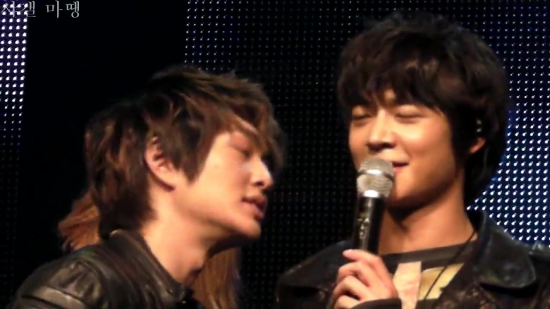 [fancam] 110220 Onew funny face Taemin incites Minho to stare at Key @ Santafe Special Event