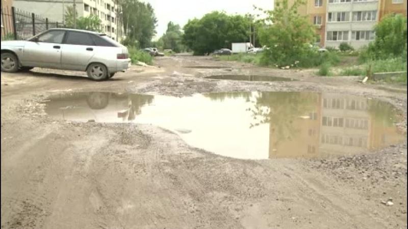 Жители Ивановской страдают от ям и ухаб на дороге на их улице
