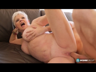 Jewel. Внук навестил бабушку и доставил ей огромное удовольствие. зрелая взрослая мамка бабуля милфа матура шлюха шалава грудь