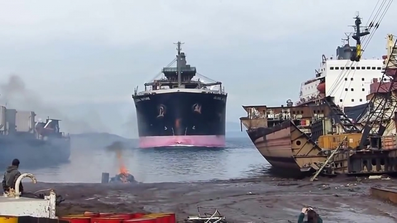 В последний путь. Корабли выбрасываются на берег