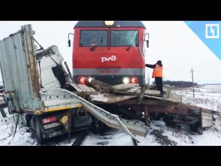 Поезд снёс фуру в Чувашии