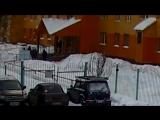 Видео с места гибели женщины у Перинатального центра