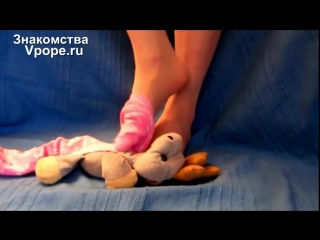 Trampling the little elk with rosa smell heart socks schoogirl (Ножки, Фетиш, Фут, Foot, Fetish, Чулки, Legs, Секси)